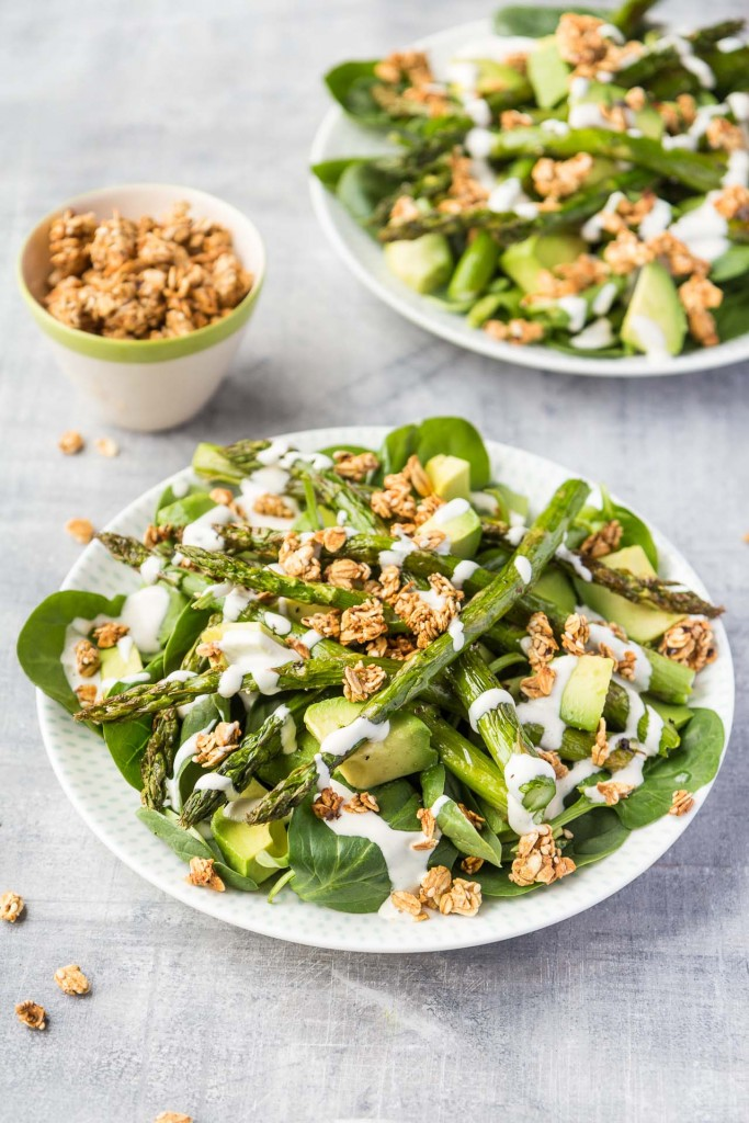 Asparagus, spinach and avocado salad topped with crunchy spiced oats