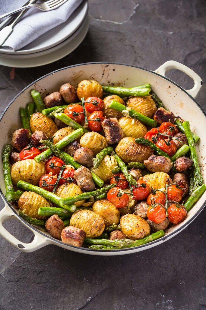 One pan sausage-meatball roast with asparagus, tomato and hasselback new potatoes